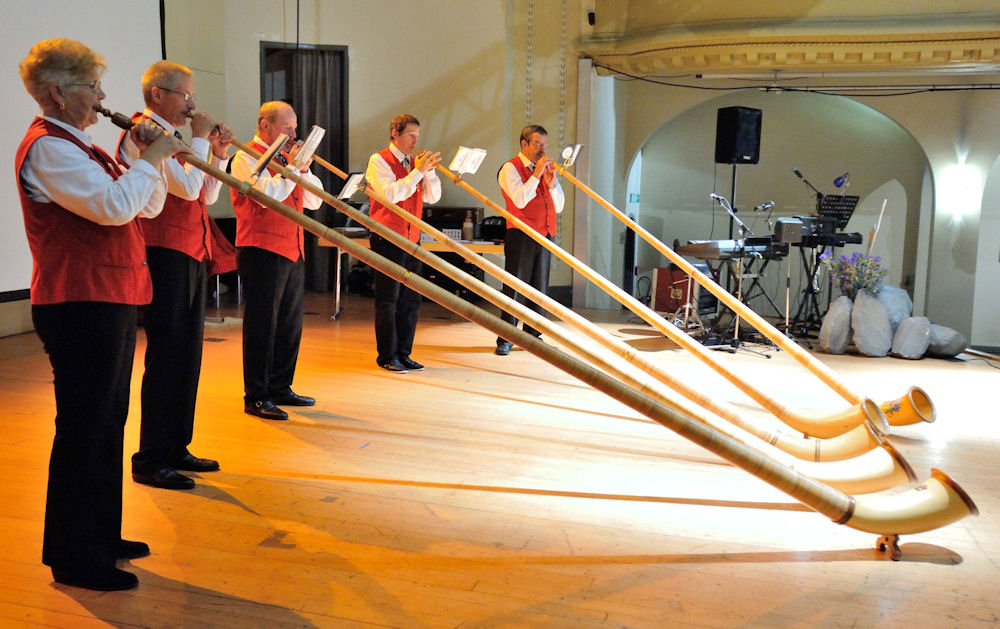 Alpine Horn performance by the Geneva Group Etoile at the opening of the Gala Dinner. Photo by Bernard Ody